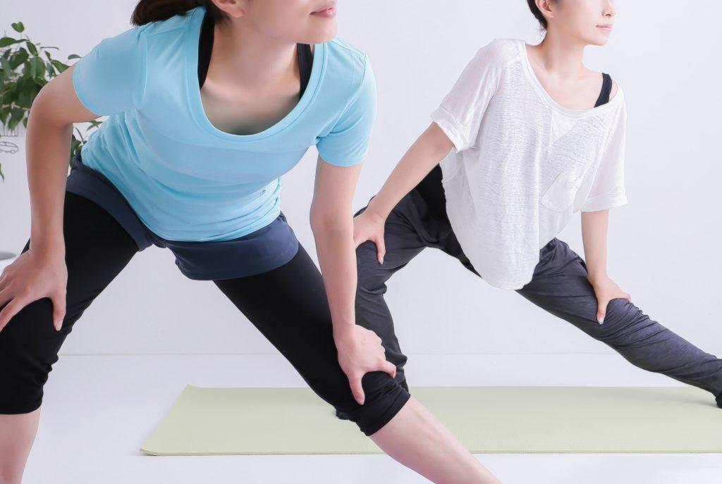 トレーニングウェアの女性たち